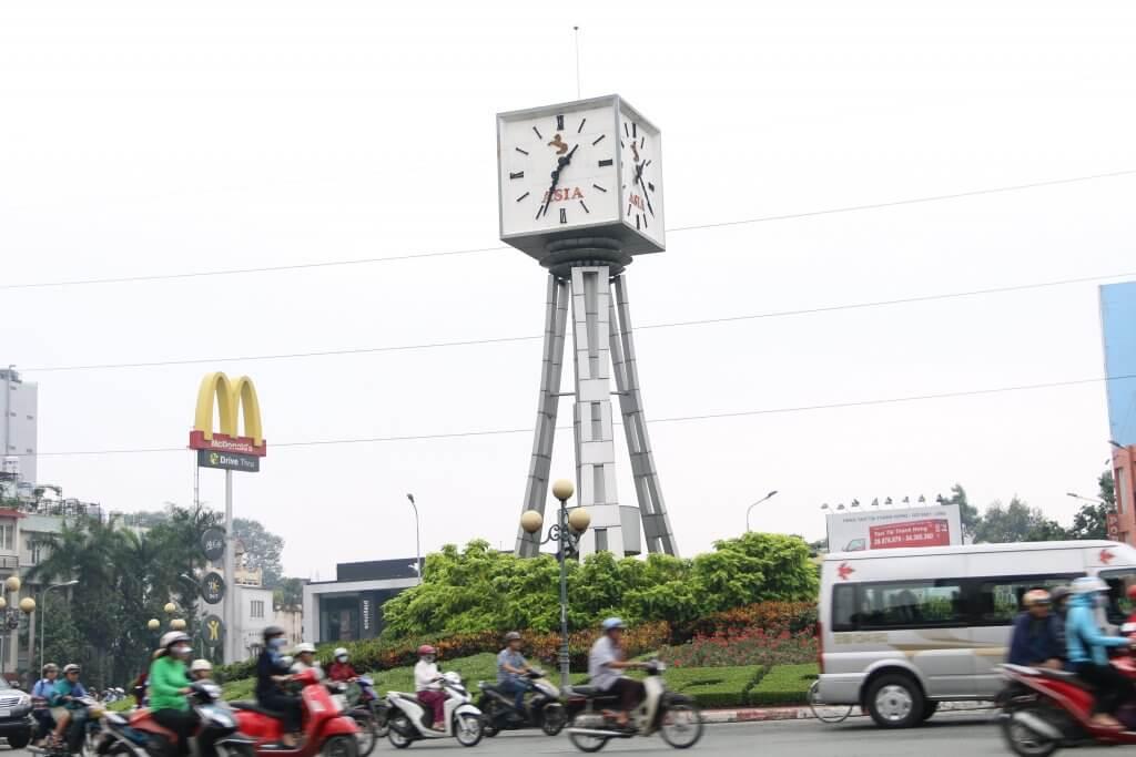 tháp đồng hồ công cộng tại vòng xoay