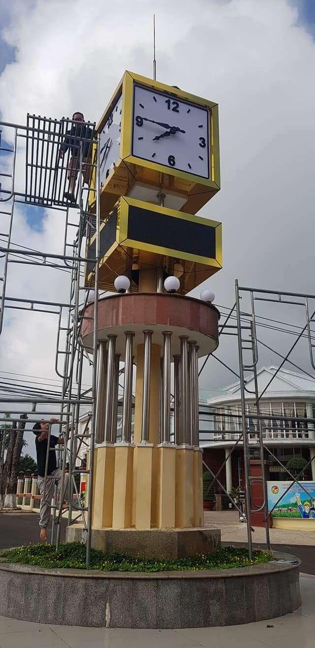 tháp đồng hồ công cộng binh đoàn 15
